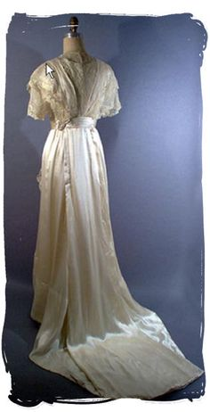 Pretty Edwardian wedding gown back