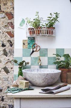 6 ways with rustic garden antiques An elegant garden sink. Rustic Furniture, Vintage Furniture, Formica Table, Garden Sink, Tile Stairs, Rustic Gardens, Up House, Interior Stylist, My Secret Garden