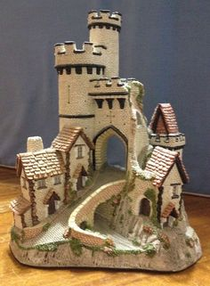 David Winter Cottage: CASTLE GATE