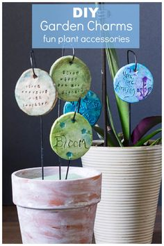 This easy DIY will really get your creative juices flowing when you decorate clay rounds for the garden or a planted pot of your favorite flower. Makes a wonderful sentimental and uplifting gift too. Garden Crafts, Diy Garden Decor, Garden Decorations, Garden Tips, Crafts To Make, Fun Crafts, Amazing Crafts, Clay Crafts, Plant Markers