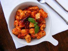 szeretetrehangoltan: Túróból készült gnocchi aszalt paradicsomos mártásban Tandoori Chicken, Ricotta, Diabetes, Meat, Ethnic Recipes, Food, Essen, Meals, Yemek