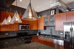 Contemporary Kitchen Photos Contemporary Glass Kitchen Tiles Design, Pictures, Remodel, Decor and Ideas - page 468 Small Modern Kitchens, Small Galley Kitchens, Small Kitchen Layouts, Traditional Kitchens, Contemporary Kitchens, Modern Contemporary, Modern Design, Kitchen Design Gallery, Kitchen Designs Photos