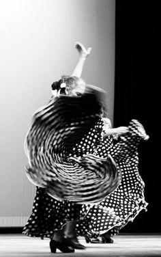 Hermosa foto de bailaora de flamenco