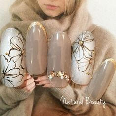#Nailbook #冬 #オフィス #パーティー #デート #ハンド #フラワー #アンティーク #チーク #ミディアム #ホワイト #グレー #グレージュ #スモーキー #ブラウン #ネイルチップ #naturalbeauty #ネイルブック