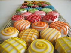 Alfajores peruanos Oreo Cookies, Yummy Cookies, Cake Shots, Peruvian Recipes, New Cake, Chocolate Covered Oreos, Candy Making, Mini Cakes, Christmas Cookies