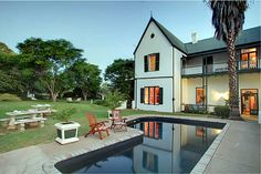 Willow Historical Guest House in Willowmore, South Africa with Victorian furniture, old world charm and unsurpassed hospitality.  Ideally situated for stopovers when travelling from Gauteng to George