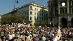 Marcha multitudinaria de apoyo al primer ministro húngaro Viktor Orban a una semana de las legislativas