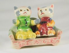 Salt and Pepper Shakers Cats on a Sofa made in by TheVintageBoomer