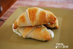 one of my favorite crescent roll recipes - cheesy pesto crescents