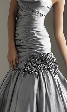 My Style: Gorgeous grey gown! Silver Evening Gowns, Evening Dresses, Prom Dresses, Formal Dresses, Silver Gown, Dresses 2014, Dress Prom, Wedding Dress, Grey Gown