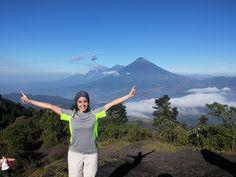 Volcán de Pacaya, Departamento de Escuintla. 2552 msnm. Al fondo volcán Acatenango y volcán de Fuego.