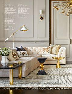 Salon de estilo cásico con notas muy modernas. Perfecta combinación de colores dorados, blancos y negros. Lampara / alfombra textil / madera noble / molduras salon