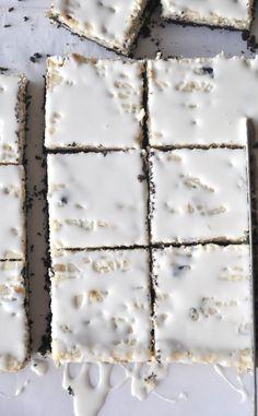 white chocolate oreo cheesecake bars