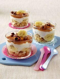 Das Dessert aus Quark, Banane und Zwieback ist so schnell geschichtet wie es wieder aufgegessen ist