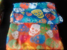 pañuelos de calavera, el must del verano, colores naranja o azul