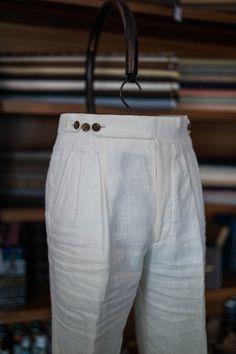 Linen trousers for summer Trendy Mens Fashion, Indian Men Fashion, Stylish Mens Outfits, Mens Fashion Suits, Look Fashion, Fashion Pants, African Dresses Men, Formal Men Outfit, Mens Kurta Designs
