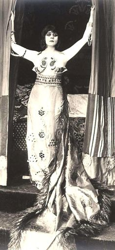 'Cleopatra' played by Theda Bara in the 1917 silent film. Costume Designer: George James Hopkins
