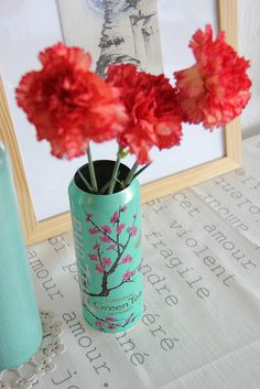 Arizona Tea Can as a Vase I wanted to do this so bad a have real flower by a window or on top of table every flavor