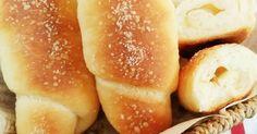 まわりはサクサク♪中はバターが溶け出てしっとりジュンわり(*´∀`*)上にふった岩塩がまたイィ!1000件作れぽ感謝♡♡ Bread Recipes, Cooking Recipes, Japanese Bread, Cooking Bread, Tasty, Yummy Food, Healthy Comfort Food, Bread Cake, Bread And Pastries