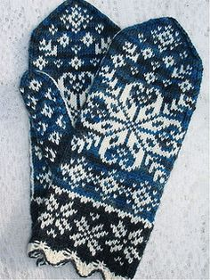 Ten Below uses a traditional Latvian scalloped cuff, gusset thumb, with large snowflake motif on front and minor snowflake motifs on the palm of the hand. Crochet Mittens, Mittens Pattern, Knitted Gloves, Knit Or Crochet, Knitting Charts, Knitting Socks, Wrist Warmers, Fair Isle Knitting, Knitting Accessories