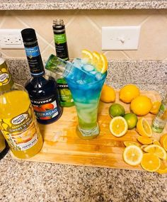 Alcoholic Punch Recipes, Alcohol Drink Recipes, Alcoholic Drinks, Cocktails, Candy Alcohol Drinks, Liquor Drinks, Holiday Drinks, Summer Drinks, Frozen Drinks