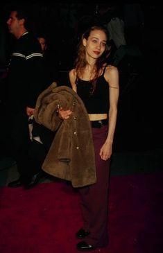 90s Fashion, Womens Fashion, Milan Fashion, Fall Fashion, Fashion Trends, Mtv Videos, Celebs, Celebrities, Flare Jeans