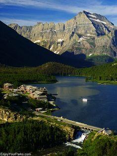 Many Glacier Hotel, Glacier National Park - info on Grand Teton Park, Yellowstone National Park and Glacier National Park
