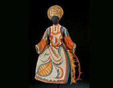 Traje para la mujer del bufón de Chout, basado en un diseño de Mijail Larionov.  Traje de 1921 © V Images