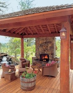 User-Friendly Cabin - Cabin Life Magazine - Traditional - Porch - other metro My Favorite! Back Patio, Backyard Patio, Nice Backyard, Patio Wall, Patio Gazebo, Cheap Pergola, Small Patio, Outdoor Rooms, Outdoor Living