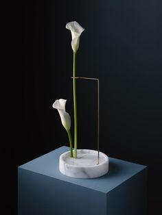 Postures Vases: Modern Ikebana by Carl Kleiner — Plant Light Book Ikebana, Wooden Vase, Ceramic Vase, Vase Centerpieces, Vases Decor, Flower Vases, Flower Arrangements, Arabescato Marble, Vase Design
