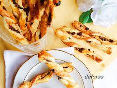 Blog de cuina de la dolorss: Bastones de hojaldre con tomates, aceitunas y parmesano