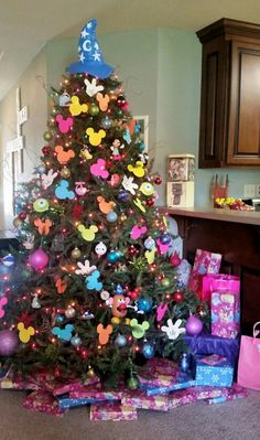 Disney themed christmas tree - Disney Christmas decorations