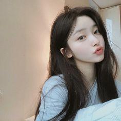 She is known as on of her nicknames she has a friend named Iris. Pretty Korean Girls, Cute Korean Girl, Pretty Asian, Cute Asian Girls, Beautiful Asian Girls, Cute Girls, Mode Ulzzang, Korean Boys Ulzzang, Korean Girl Photo