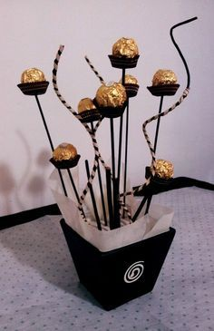 For the candy bar Festa Party, Diy Party, Deco France, Chocolate Bouquet, Candy Bouquet, Candy Table, 50th Birthday Party, Party Centerpieces, Centrepieces
