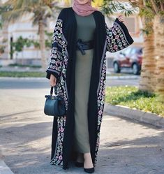 Modern Hijab Fashion, Abaya Fashion, Muslim Fashion, Kimono Fashion, Modest Fashion, Skirt Fashion, Fashion Outfits, Mode Abaya, Mode Hijab