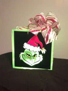 How the Grinch Stole Christmas lighted glass by DMHVinylandMore