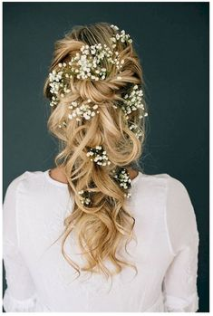 Adorable Most Popular Wedding Hairstyle That Will Make The Bridal More Beautiful: 45+ Beautiful Ideas  https://oosile.com/most-popular-wedding-hairstyle-that-will-make-the-bridal-more-beautiful-45-beautiful-ideas-10951