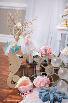 Sob a decoração mar de uma festa de aniversário do Pastel da sereia via Idéias do partido de Kara | KarasPartyIdeas.com (17)
