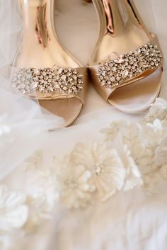 Four Seasons Hotel in Austin | Jenny DeMarco - Austin Wedding and Engagement Photographer #austinwedding #austinweddingphotographer #fourseasonshotel Bridal Heels, Wedding Heels, Bridal Shoe, Types Of Gowns, Traditional Gowns, Cream Wedding, Wedding Dress Trends, Four Seasons Hotel, Queen