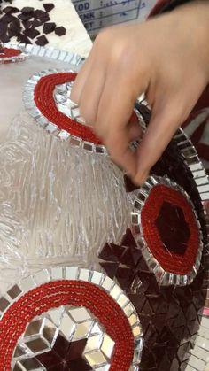 Mirror Mosaic, Mosaic Diy, Mirror Art, Glass Bottle Crafts, Bottle Art, Turkish Lamps, Moroccan Lamp, Thali Decoration Ideas, Mirror Crafts