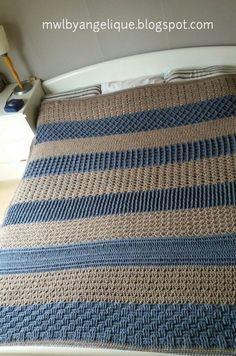 Mijn deken met banen van verschillende steken naar eigen inzicht. Ik heb het gehaakt van zo'n 20 bollen Tweed garen van Zeeman á 100 gram...