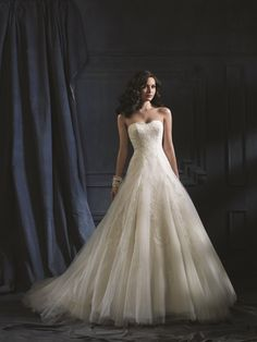 867 from Alfred Angelo @ Ten Fashions Bridal Boutique. www.tenfashions.com / 250.763.9666