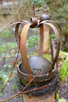 Stahlband-Krone auf Metallkugel