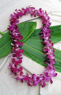 Hawaiian flowers sent to any US state. Flower leis, loose orchid blooms and Hawaiian gifts. Graduation leis are our specialty. Flower Lei, Flower Garlands, Flower Crown, Flower Ideas, Hawaiian Flowers, Hawaiian Leis, Paper Flowers Craft, Flower Crafts, Orchid Lei