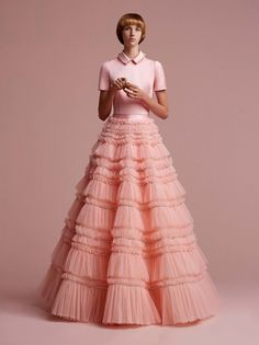 Get inspired and discover Viktor & Rolf Soir trunkshow! Shop the latest Viktor & Rolf Soir collection at Moda Operandi. Haute Couture Dresses, Style Couture, Couture Fashion, Women's Fashion, Fashion Trends, Viktor & Rolf, Style Photoshoot, Girls Dresses, Prom Dresses