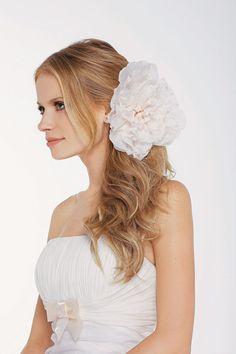 Sugestões de cabelo  para casamentos de dia e à noite