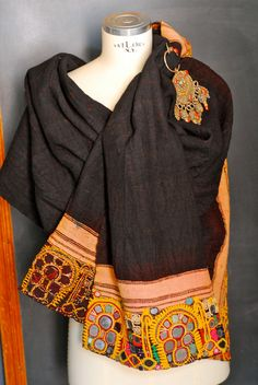 Antique stole, shawl, scarf, tunic, in raw wool, tie dye, with embroidered edge with glass mirrors, India, Rajasthan, early '900