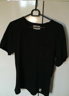 Kup mój przedmiot na #vintedpl http://www.vinted.pl/odziez-meska/koszulki-z-krotkim-rekawem-t-shirty/12563972-czarna-koszulka-z-kieszonka-carry