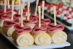 Maydanozlu Peynirli Rulo Krep Quick Recipes, Caramel Apples, Finger Foods, Waffles, Brunch, Cupcake, Food And Drink, Baby Shower, Snacks