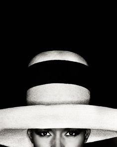 La collection Susanne von Meiss couvre tous les genres et les styles dans l'histoire de la photographie, depuis les années 1920 jusqu'à aujourd'hui. Elle comprend des œuvres de photographes de renommée internationale, mais également des à des auteurs inconnus. La sélection regroupe des œuvres de Diane Arbus, Richard Avedon, Rene Burri et Henri Cartier-Bresson en passant par Horst P. Horst, Irving Penn, Paolo Roversi et August Sander et également des artistes contemporains comme Tracey Emin…